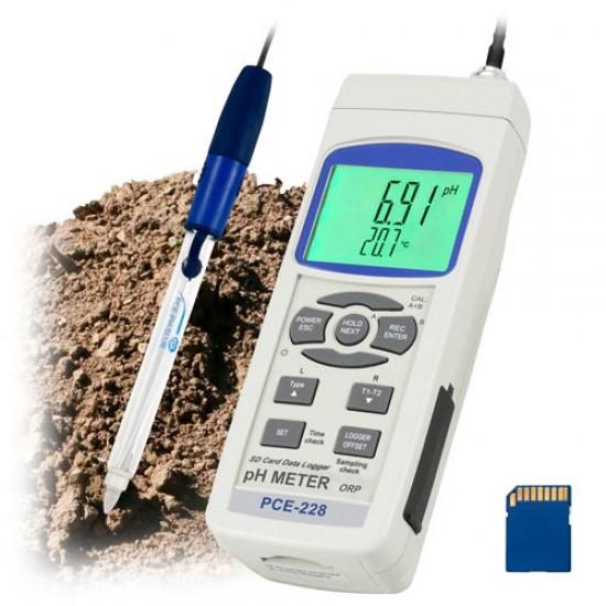 pH-mérő PCE-228SLUR, hozzátartozó PCE-PH-SLUR pH-elektródával és a TP-07 hőmérsékletmérővel